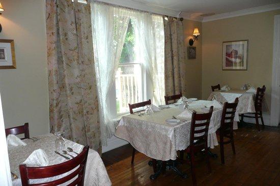 Sophia's Heritage Inn: Dining Room