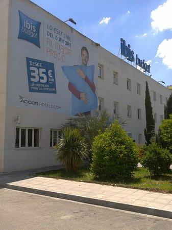 Hostal Ibis Budget Granada: Fachada Hotel