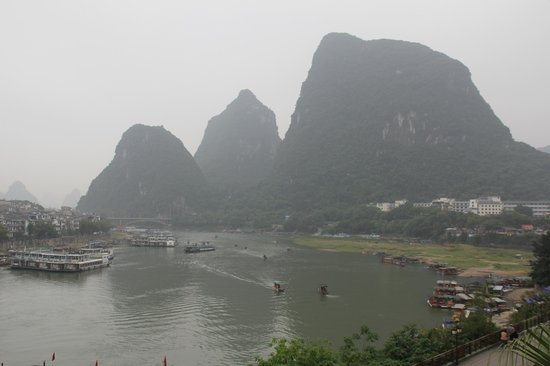 يانجشو جرينلوتوس هوتل: View of Li River from the room