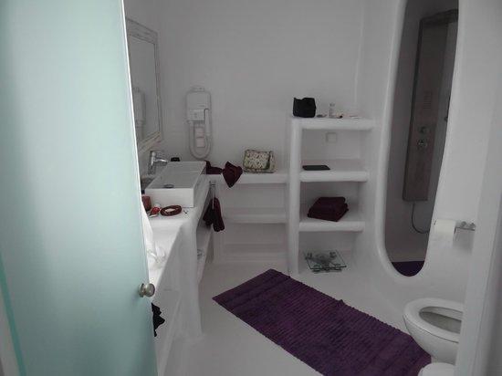 Salt Suites & Executive Rooms: Sea house - First floor bathroom