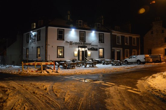 The Harbour House Hotel: Harbour House at night