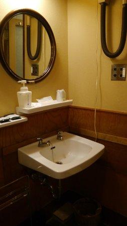 Hotel Edoya: lavabo del baño