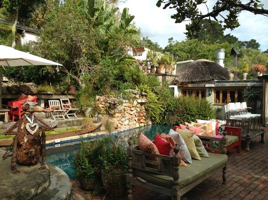 Emily Moon River Lodge: The beautiful courtyard