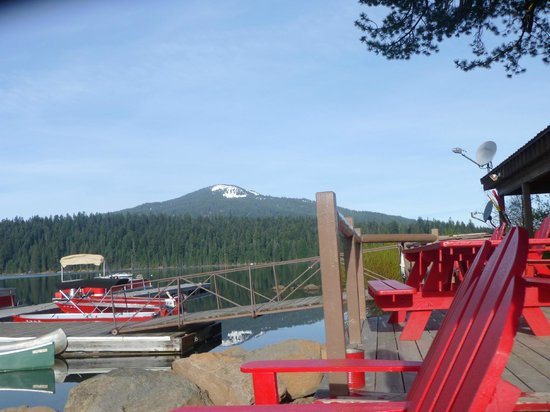 Lake of the Woods Resort: Lots of red chairs for sitting or hike Brown Mountain!