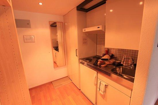 Hotel des Alpes : Kleine Küche im Zimmer