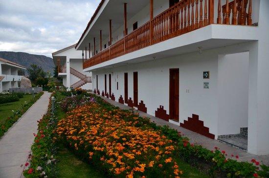 Hotel Agustos Urubamba: Jardins fleuris