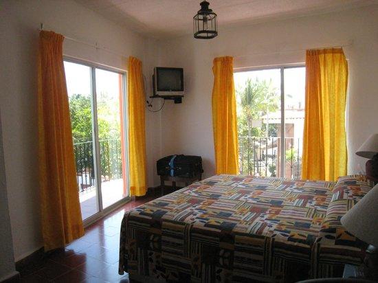Encino Hotel: corner room