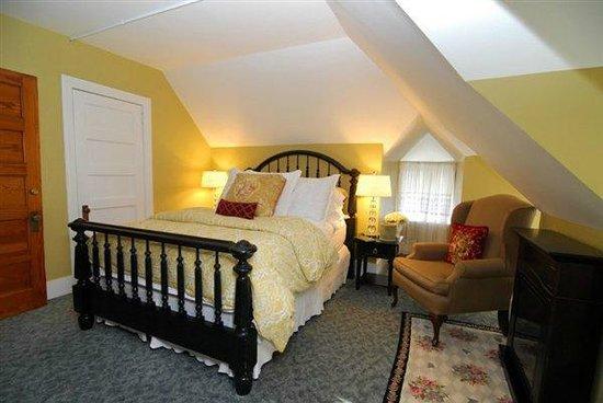 Pine Bush House Bed & Breakfast: Vineyard Queen