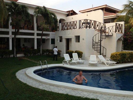 HC Liri Hotel: Pool and back terrace