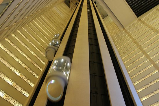 New York Marriott Marquis: Ascenceurs version science fiction