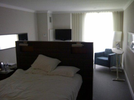Hilton Toronto Airport & Suites: Room