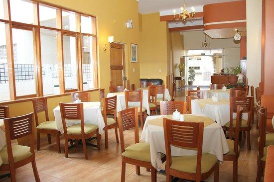 Emperador Plaza Hotel: Comedor