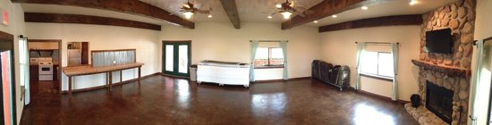 Fentress, TX: Spacious clubhouse with TV, projector system, full kitchen, fireplace
