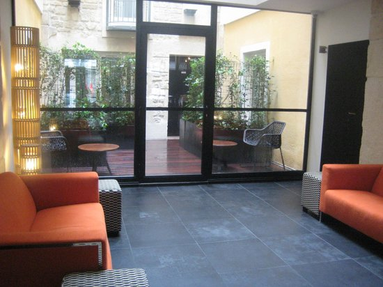 Hotel Atmospheres : seating areas in lobby