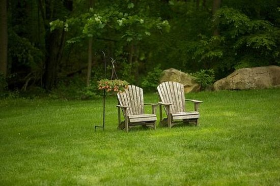 green ROCKS inn : Comfy Adirondack Chairs