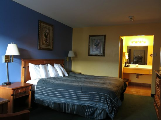 Rodeway Inn Temecula: the bedroom