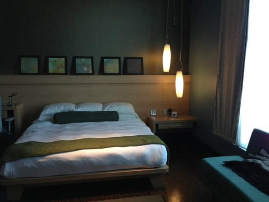CityFlatsHotel - Holland : Platform bed - note the small lamps