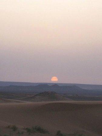 Ali & Sara's Desert Palace: Sunrise in the desert