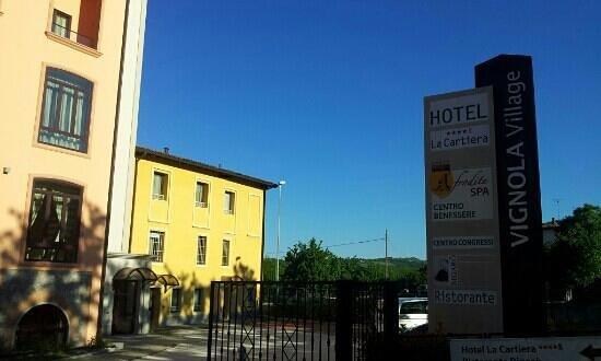 Hotel La Cartiera: Hotel Entrance