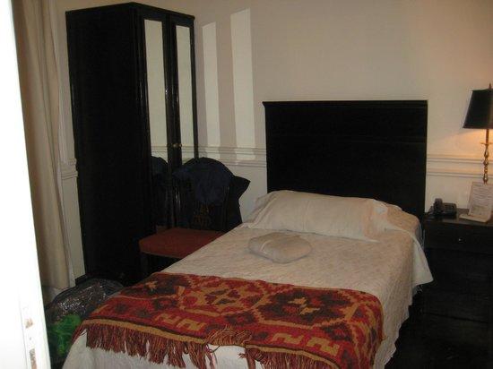 Hotel San Antonio Buenos Aires: Tiny single room!