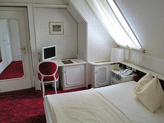 Hotel Amadeus: Nettes Zimmer im Daschgeschoss