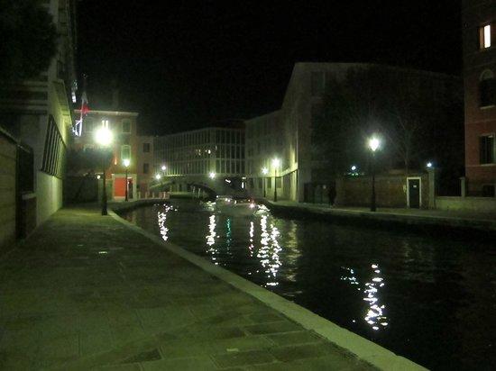 Hotel Moresco: Hotel at night