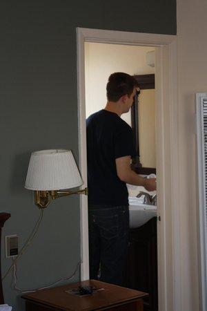 Sunbeam Motel: Just my guy at the mirror