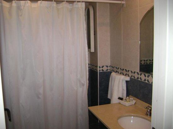 Altos de Balcarce Hotel: Baño