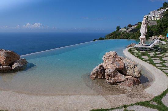 Monastero Santa Rosa Hotel & Spa: Infinity pool