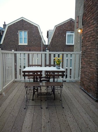 The Weavery Boutique Bed & Breakfast: The charming patio. A great place for coffee or breakfast.