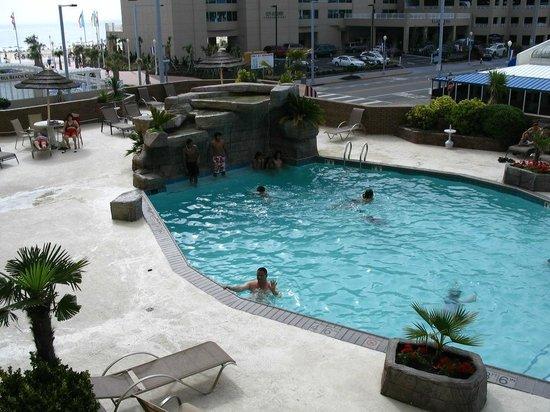 Days Inn Virginia Beach Oceanfront : piscine renover .. vue du balcon au deuxieme !! (2010)