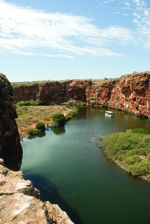 Yardie Creek Boat Tours: Another great shot of Yardie Creek as the boat makes it way to the end of the creek...