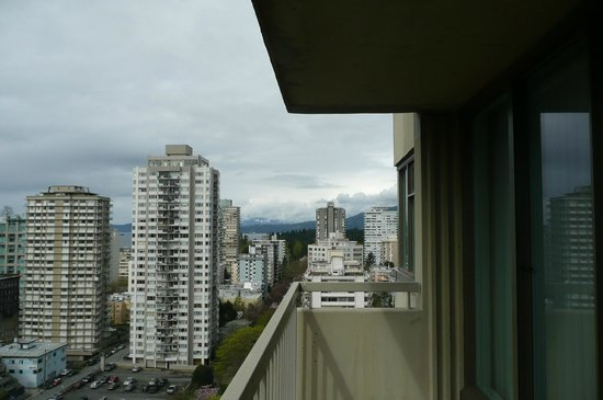 Coast Plaza Hotel & Suites: My hotel room view of the mountains on a cloudy day