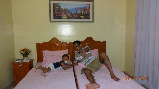 Rodolfo Royale Hotel : 部屋のベッド