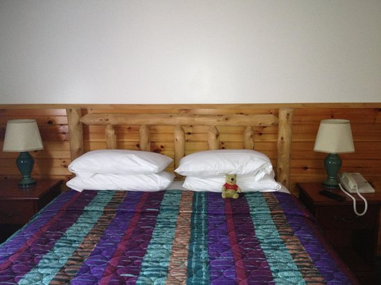 Alpine Country Inn & Suites: Big soft bed