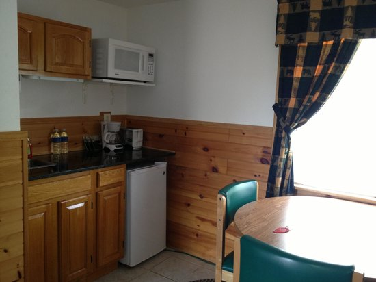 Alpine Country Inn & Suites: Kitchenette perfection