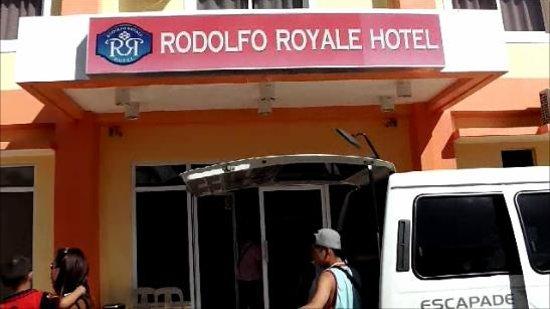 Rodolfo Royale Hotel : ホテル玄関