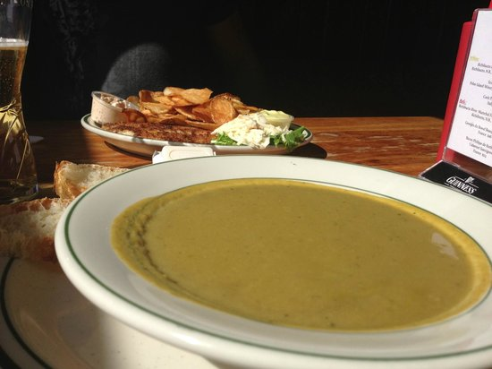 O'Donaghue's Irish Pub : Fennel asparagus soup