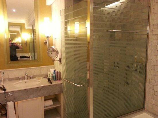 Iberostar Grand Hotel Paraiso: shower