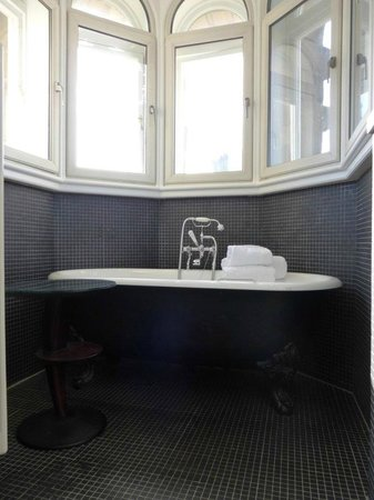 The Scotsman Hotel: Turret Bathroom