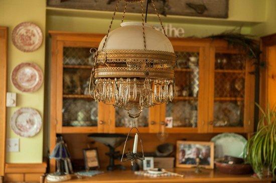Baddeck Riverside Bed & Breakfast: Lamp