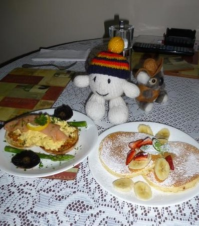 Como Bed and Breakfast: enjoying breakfast