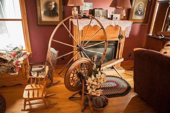 Baddeck Riverside Bed & Breakfast: Old spinner