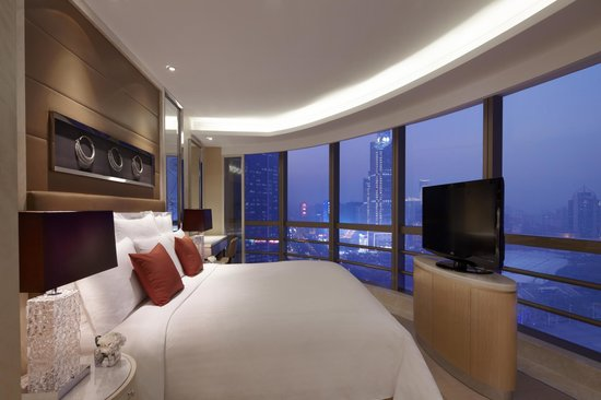 Guangzhou Marriott Hotel Tianhe : Business Suite Bedroom 商务套房睡房