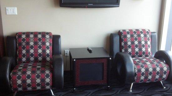Elara by Hilton Grand Vacations: Chairs