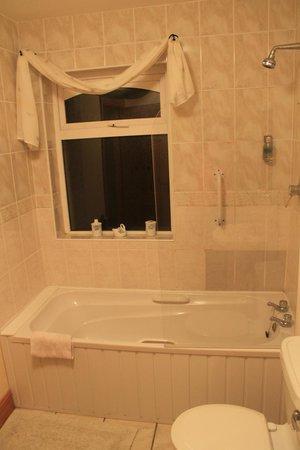 Carraig Liath House : Bathroom