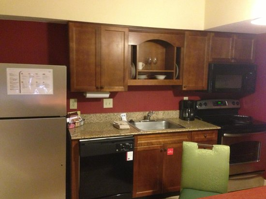 Residence Inn Raleigh Midtown: Nicely finished kitchen.