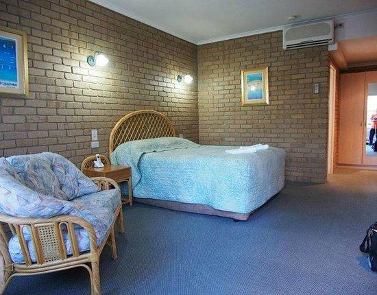 Tropicana Motor Inn: Big room