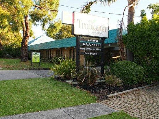 Tropicana Motor Inn: Entrance