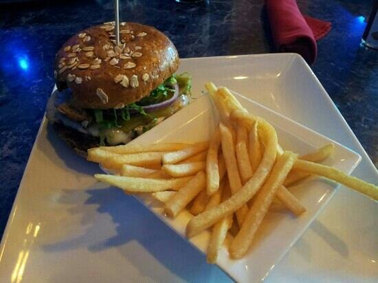 Blu Burger Grille: Kobe beef green chili cheeseburger